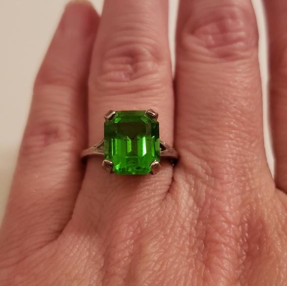 Jewelry - Peridot princess cut sterling silver ring
